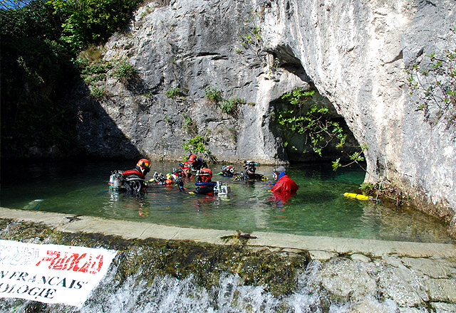 "Diving in the ""Goul de Tourne"" in Bourg St Andeol"